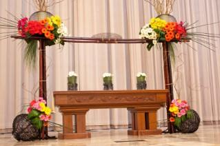 ceremony altar with daisies