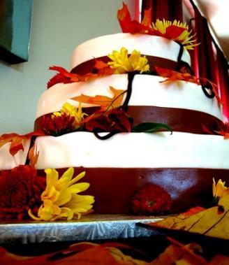 Fall cake; image courtesy of Plinio Sandalio