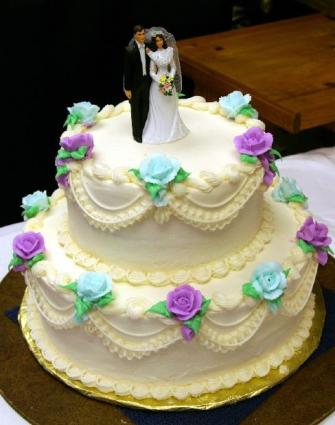 Magnificent Wedding Cakes From Albertsons Lovetoknow Personalised Birthday Cards Veneteletsinfo