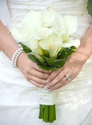 yellow calla lily wedding bouquet pictures of calla bridal bouquets lovetoknow 1514