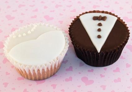 Beach themed wedding cupcakes lovetoknow junglespirit Images