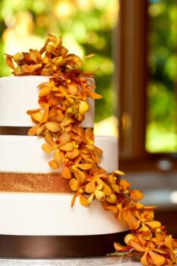 Pictures of Fall Wedding Cakes