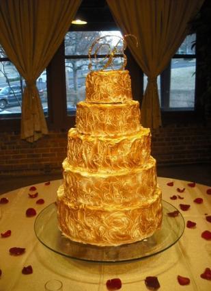 Golden Italian wedding cake image courtesy of Jan Lewandowski.