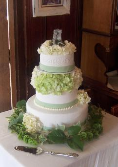 Irish wedding cake image courtesy of Erin Gardner, Wild Orchid Baking Co.