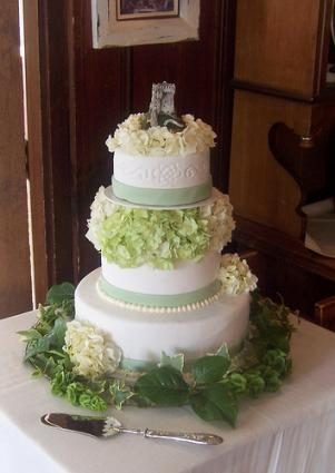 traditional irish wedding cake traditional wedding cakes lovetoknow 21143