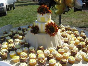Wedding Cake Display Tables Lovetoknow