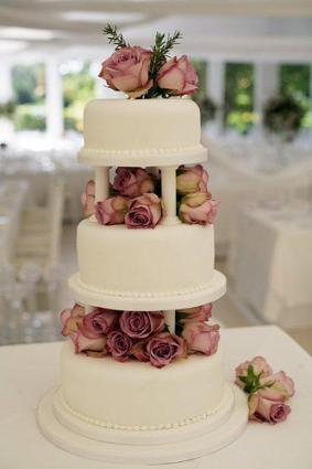 Attractive Image Courtesy Of Lizzy Harman, The Little Village Cake Company.