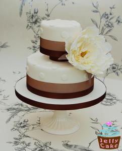 2 tier wedding cake with pillars ideas for elevating wedding cakes lovetoknow 10185