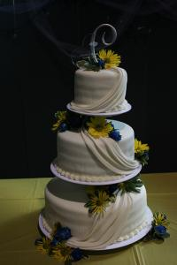 separate wedding cake tiers white almond sour wedding cake lovetoknow 19752