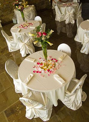 Inexpensive ideas for wedding decorations lovetoknow for Cheap wedding decorations for tables