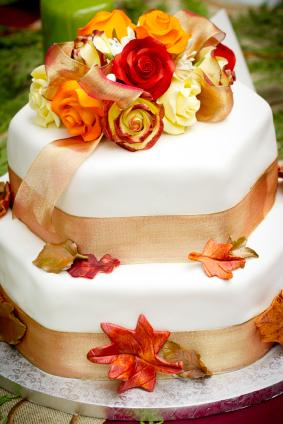 Fall wedding cake with leaves and roses