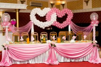 Balloon decorations for a wedding reception lovetoknow head table at wedding reception junglespirit Images