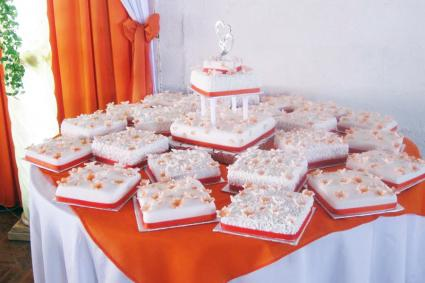 square cakes for a wedding