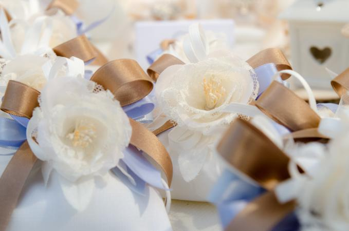 Lace flower favors with bows