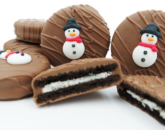 Philadelphia Candies Milk Chocolate Covered OREO Cookies, Winter Snowman