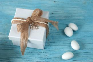 Wrapped box wedding favor with charms