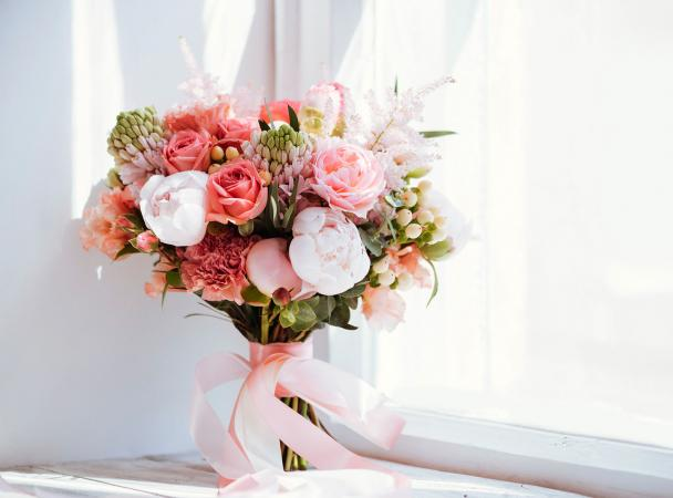 peony and rose bouquet with ribbon