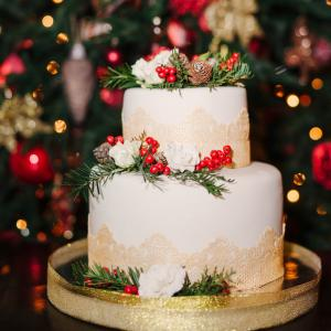 Country lace christmas cake