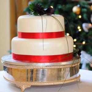 Wedding cake at Christmas wedding