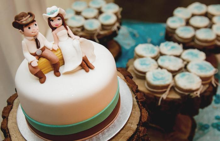 Country Western Style Wedding Cakes Lovetoknow