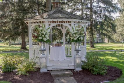 wedding gazebo with pillars