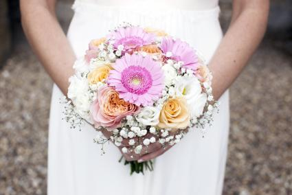 daisy and rose bouquet