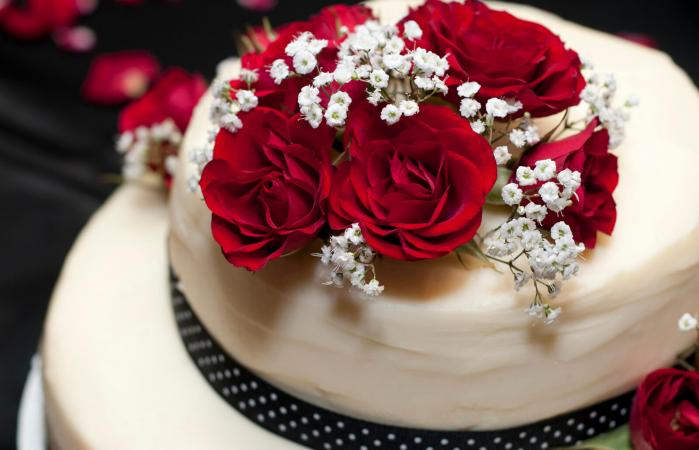Red Rose Wedding Cakes Lovetoknow