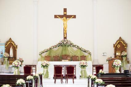 tulle and pedestal altar wedding flowers