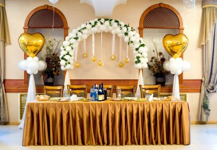 Wedding head table balloon arch decoration