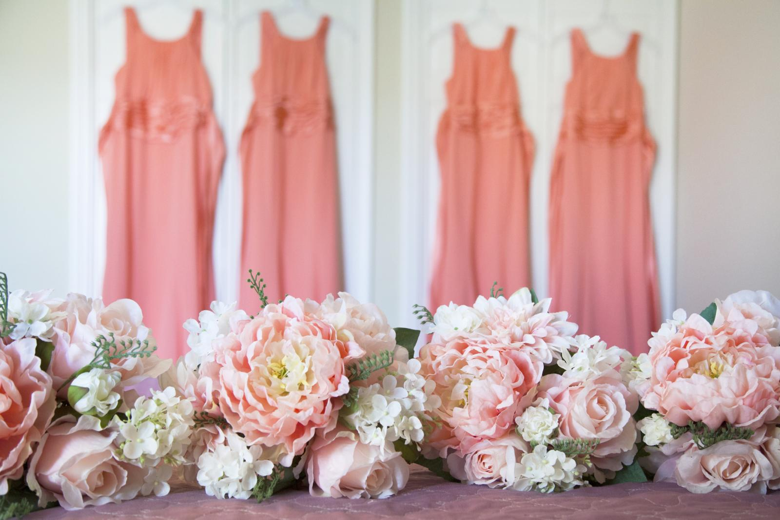 Bridemaids bouquet and dresses