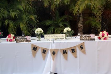 Charming head table wedding decorations