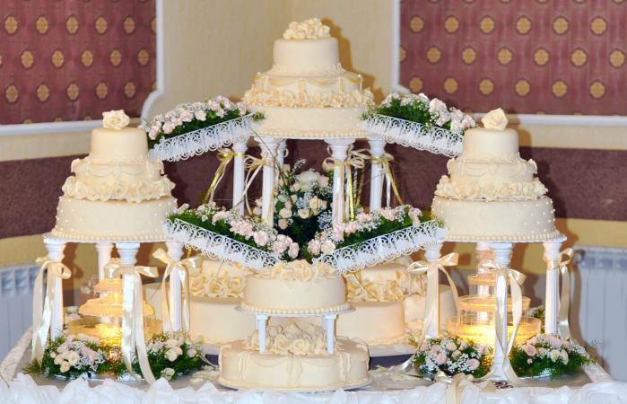 floating cakes with fountain and stairs