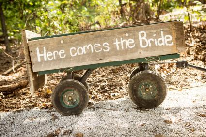 rustic wedding wagon for bride