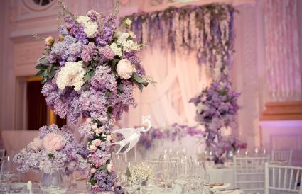 Table decoration in Lilac colors