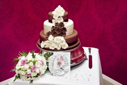 Chocolate Wedding Cake, Brides Bouquet, lucky horseshoe