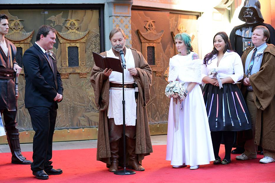 "Two ""Star Wars"" Fans Get Married"