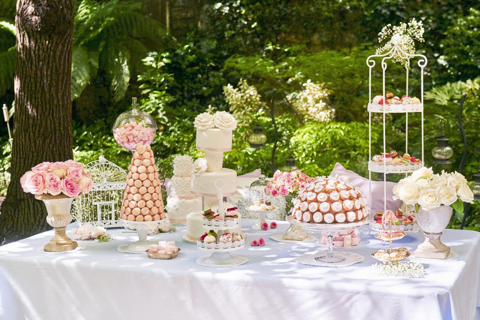 Cake buffet for a wedding in a garden