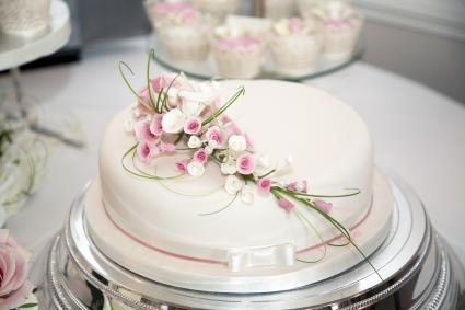 Wedding cake on a plateau stand