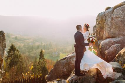 romantic couple having an autumn mountain wedding