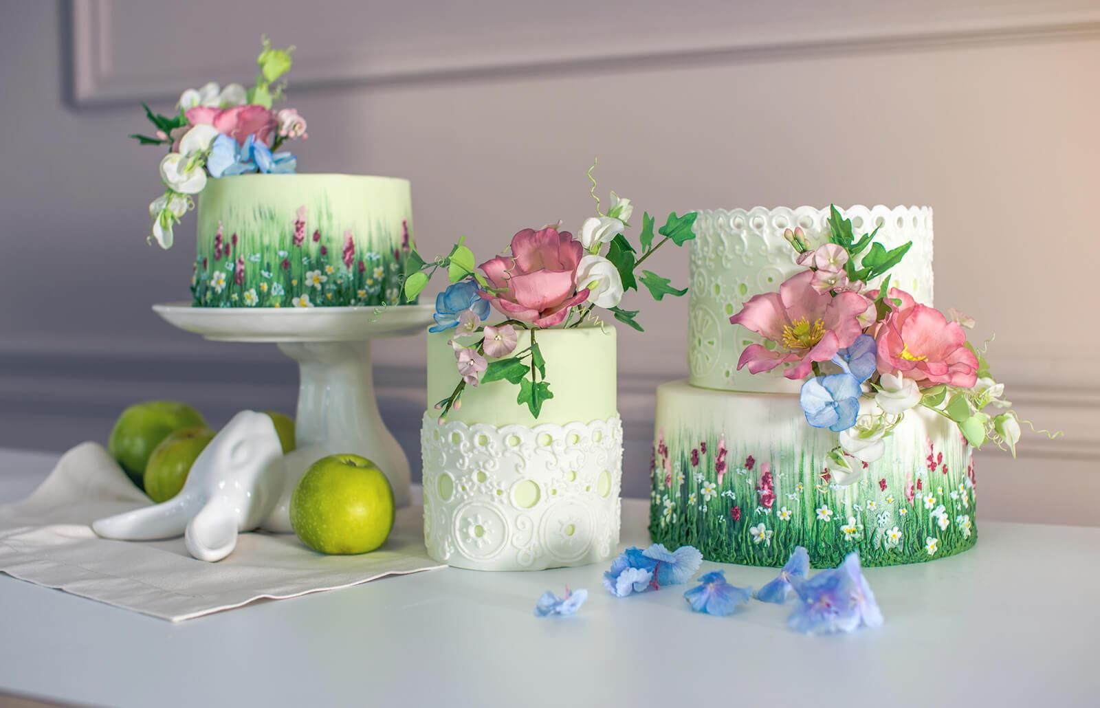 Cake with sugar paste flowers
