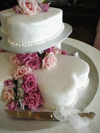 White hearts with roses Valentine wedding cake