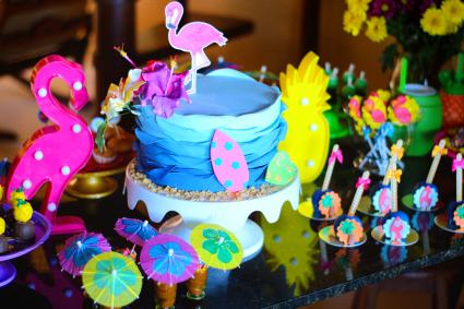 Colourful wedding cake with tropical theme