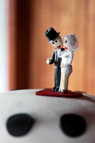Skeleton wedding cake figurines