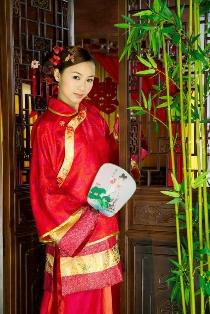 Photo of a traditional Chinese bride dressed in red