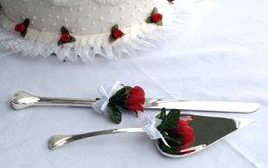 How to cut a wedding cake lovetoknow how to cut a wedding cake junglespirit Gallery