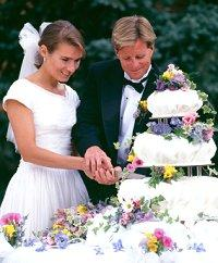 when should you cut wedding cake how to cut a wedding cake lovetoknow 27119