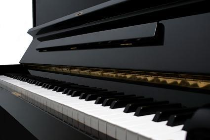 Image of a black piano's keyboard