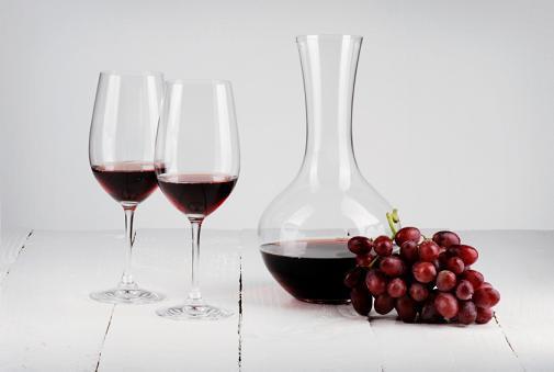 https://cf.ltkcdn.net/wine/images/slide/112388-505x339-Decanter-Slide.jpg