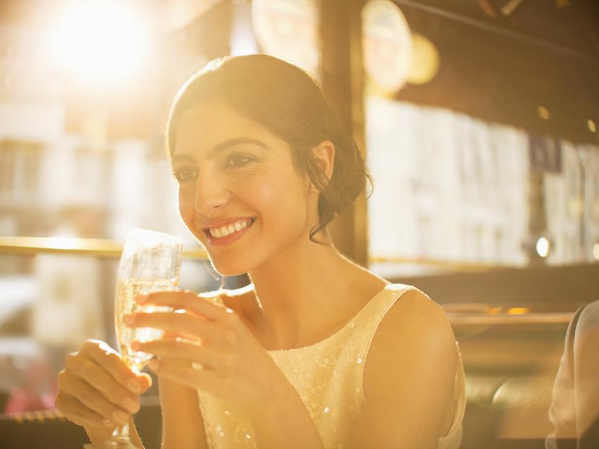 https://cf.ltkcdn.net/wine/images/slide/250474-850x638-woman-drinking-cremant.jpg