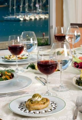 3 Essential Tips on How to Serve Merlot